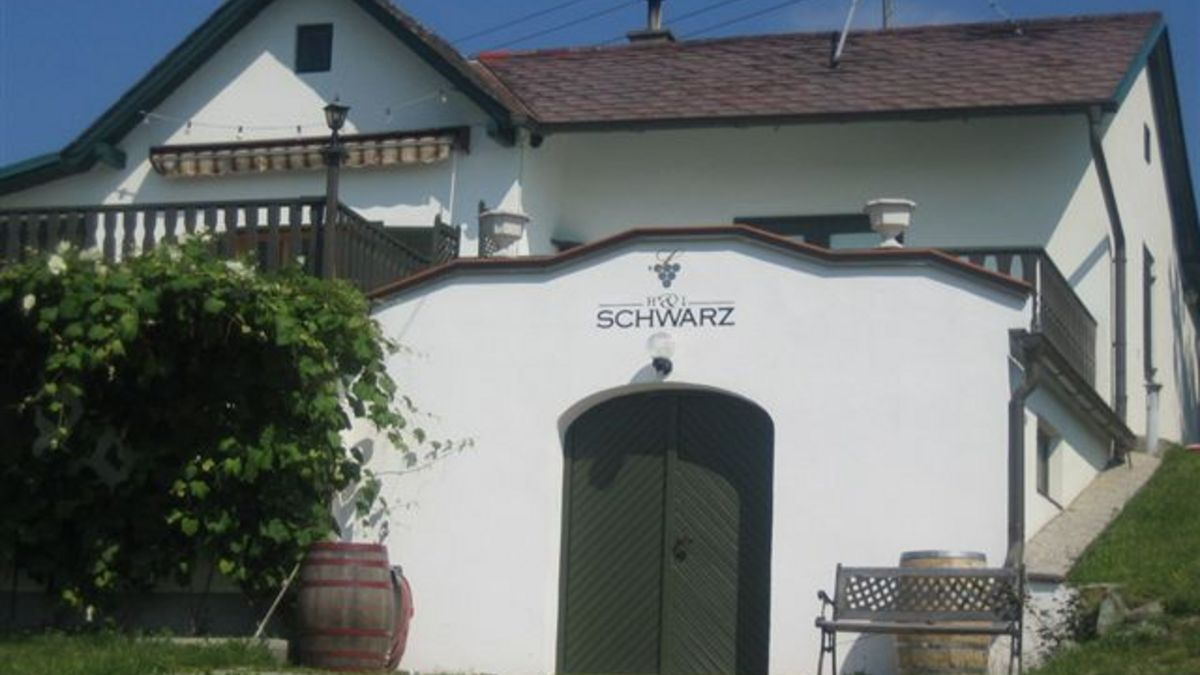 Weinhof Schwarz